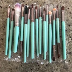 Other - 15 Piece Professional Makeup Brush Set NEW